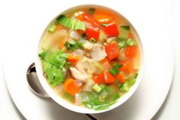 Тарелка овощного супа для похудения