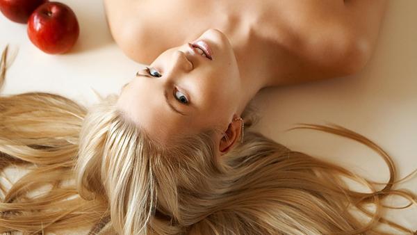 мелированные волосы девушка