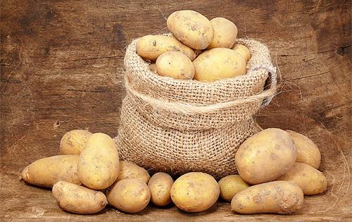 Сколько калорий в отварном картофеле с солью